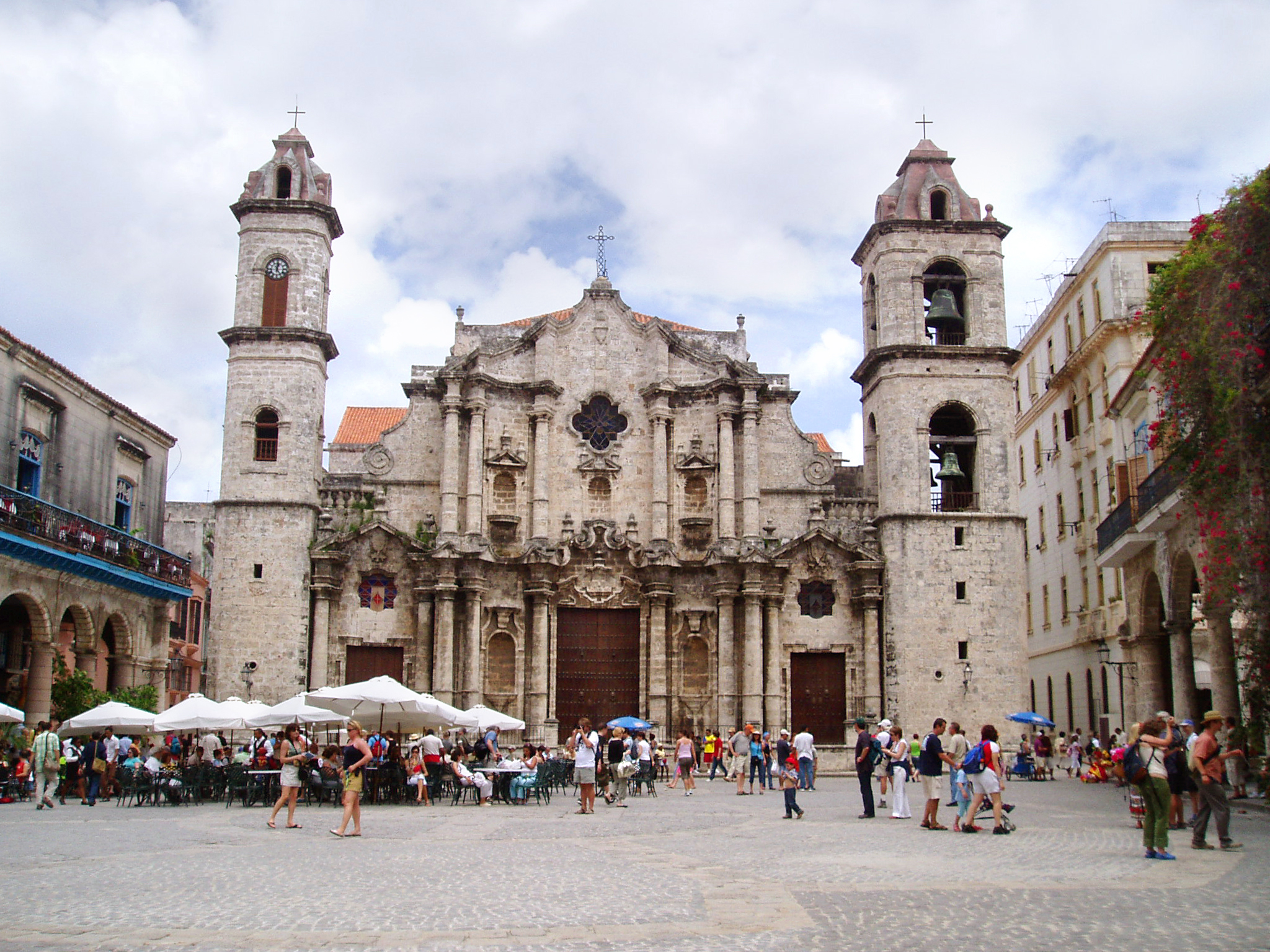 The historical places to visit in Havana look as amazing as this cathedral...!
