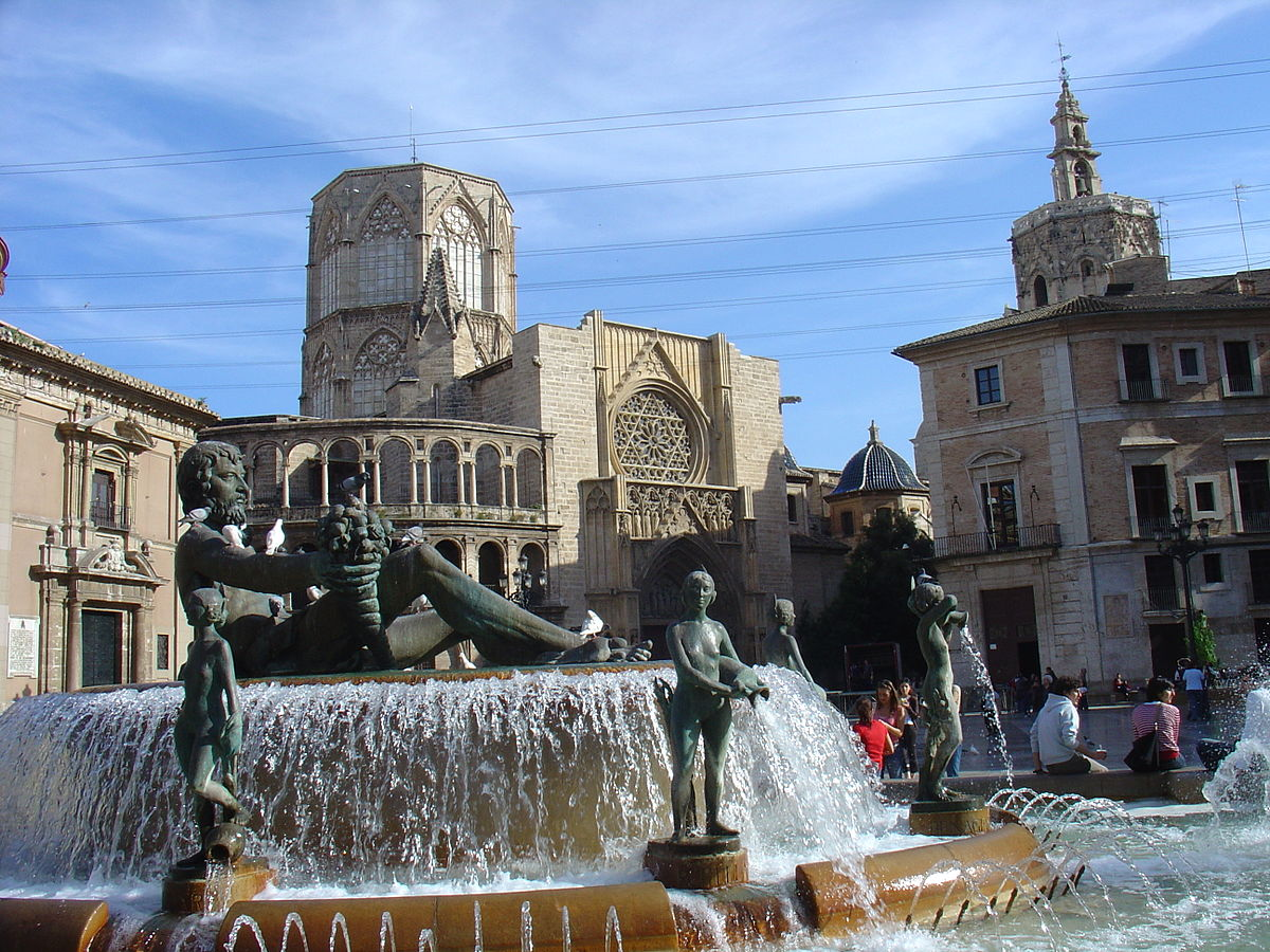 When you have only 24 hours in Valencia, the cathedral is a great place to start ... photo by CC user Michel BUZE on wikimedia commons