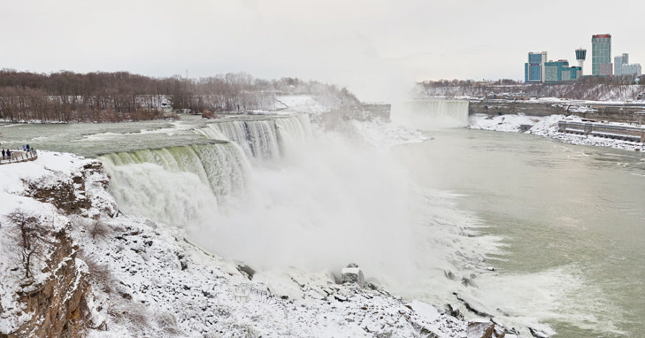 There are many things to do on a trip to Niagara Falls this Christmas